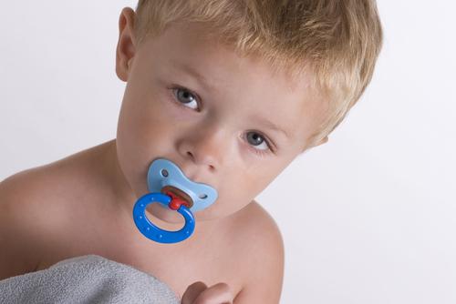 Как отучить ребенка от пустышки: 5 полезных советов