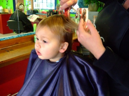 As Your Toddler Approaches Their Second Year It Will Soon Be Time For First Haircut You Can Avoid Tears Or Tantrums With A Little Advance Planning